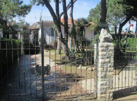 Villa in vendita in Viale dei Bossi a Baia Domizia Centro - 56061192